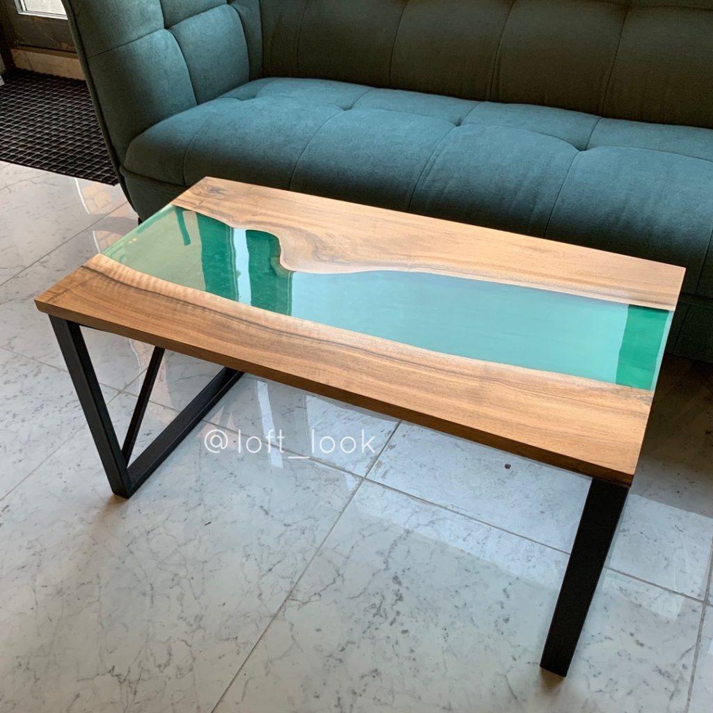 журнальный стол река с лазурной вставкой